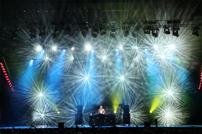 HARMAN's Martin MAC Viper Profile Series Lights Up Les Francofolies Music Festival