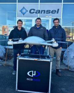 Oben: Mitglieder des UAV-Teams von Cansel freuen sich, Kunden das neue Microdrones-Angebot zu präsentieren. Im Bild von links nach rechts: Jean-Michel Dupe, UAV-Pilot und Can-Net-Administrator; David Laflamme, Segmentleiter, UAS und Überwachung und Benoît Lachapelle, Spezialist für geospatiale Anwendungen