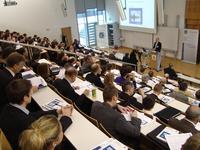 """Unter dem Motto """"Systemleichtbau als ganzheitlicher Ansatz"""", präsentiert das 6. Landshuter Leichtbau-Colloquium als werkstoff-, konstruktions- und produktübergreifendes Forum ausgewählte Leichtbaukonzepte und -lösungen."""