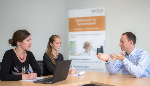 Henning Meyer im Interview mit Sandra Poschmann und Hannah Strobel