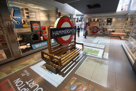 Installation mit Projektoren von projectiondesign im London Transport Museum
