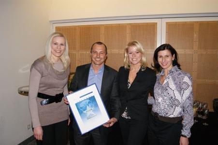 Michael Faden, Microsoft Schweiz mit Daniela Schilling, Eva Kanzler und Svenja Mohn (Vogel IT-Akademie Swiss)