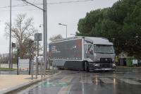 urban-lab-2-renault-trucks_01-05: Das Versuchsfahrzeug Urban Lab 2 von Renault Trucks reduziert den Kraftstoffverbrauch sowie die CO2-Emissionen von 12,8 Prozent im Stadt- und Regionalverkehr im Vergleich zu einem Serienfahrzeug.
