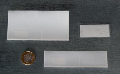 UHF-Label für die direkte Montage auf Metall bieten bis 6 Meter Lesereichweite und sind nur 0,8 bzw. 1,5 mm hoch.