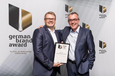 Dr.-Ing. Dietmar Hunold und Lars Holtmann nahmen die Auszeichnung zum Winner in der Kategorie »Industry Excellence in Branding« im Rahmen der Preisverleihung entgegen