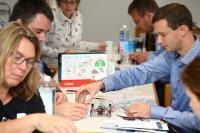 Wie Experimente im Unterricht eingesetzt werden können, erfuhren die Lehrer in Workshops / Foto: Sousa
