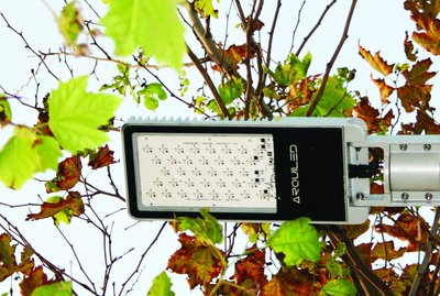 Flexible street lighting under any lighting conditions