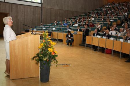 Margrit Harting hielt ihre Festrede im Audimax der Universität Paderborn