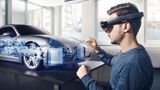 Porsche Clay-Modell mit holografischem Röntgenblick