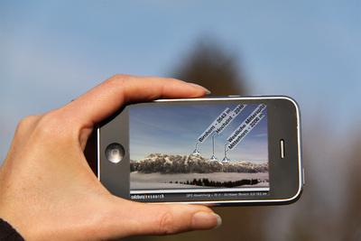 Die neue Version des digitalen Bergführers begeistert durch ein neues Design und ein verbessertes Bedienkonzept, wodurch einfacher ausgewählt werden kann, wie und in welcher Entfernung die Gipfel angezeigt werden