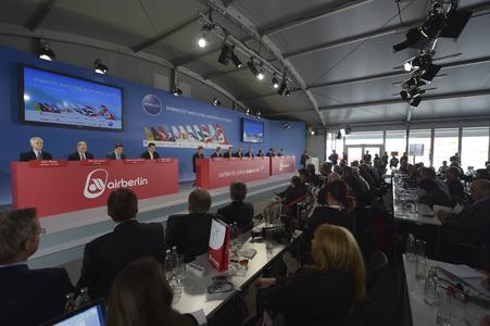 Für das Beitrittsevent von Airberlin in die Oneworld Allianz fanden Pressekonferenz und anschließende Feierlichkeiten im Losberger VIP-Zelt direkt auf dem Vorfeld des neuen Flughafens Berlin Brandenburg statt. Photo: Airberlin