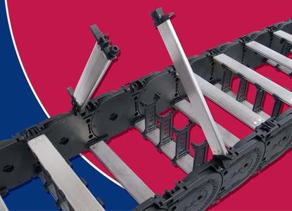 Mit der neuen Stegvariante mit effizienter Kugelgelenk-Mechanik kann die bewährte MC 1300 noch schneller geöffnet und mit Leitungen belegt werden
