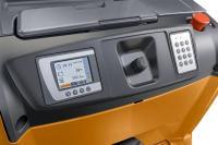 Immer alles im Blick: Ein farbiges Farbdisplay mit sprachunabhängigen Symbolen informiert den Bediener über alle wichtigen Funktionen wie den Batteriestatus. Foto: STILL GmbH