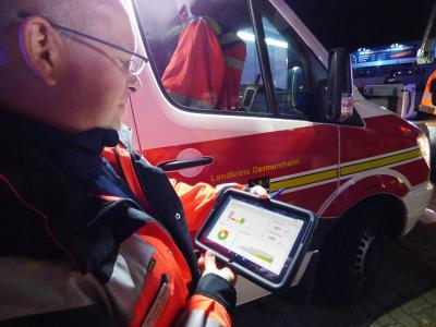 Notarzt des Landkreises Germersheim bei einer Einsatzübung mit RescueWave.  (Foto: VOMATEC)
