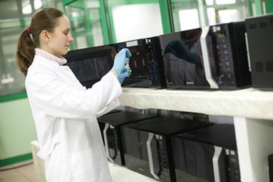 Die antibakterielle Wirksamkeit kann auch in Praxistests überprüft werden, Bild: Hohenstein