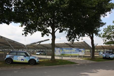 Das Osnabrücker Unternehmen RERi AG hat mit einem Investitionsvolumen von 1,8 Millionen Euro die Carport-Solaranlage in Lotte umgesetzt.