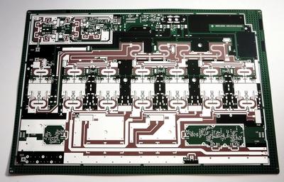 Rohde & Schwarz Teisnach ist der unangefochtene Marktführer bei komplexen Leiterplatten für die HF-Technik.