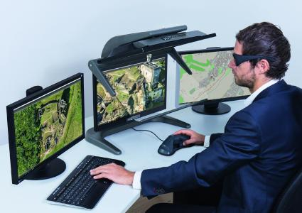 Der innovative, passive 3D-Stereo Monitor 3D PluraView verfügt über einen extrem weiten Betrachtungswinkel von ca. 170° und ermöglicht so einen hohen Betrachtungskomfort