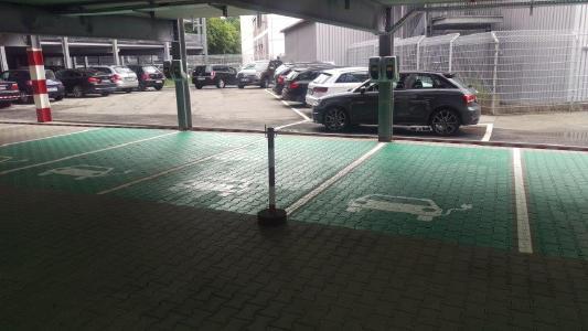 Ladeplätze für E-Autos im Philips Parkhaus