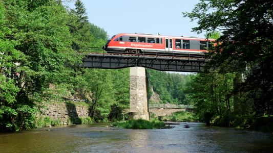 The authorization issued by the Federal Railway Authority (EBA) allows Knorr-Bremse to offer all Desiro Classic VT 642 operators a package that includes vehicle approval alongside the modernization of their braking systems with the ESRA 3.0 / © Erzgebirgsbahn