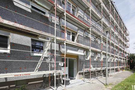 Schlank und leistungsstark an der Fassade: Die neue Dämmplatte S 024 von Caparol kam in Frankfurt-Dornbusch zu ihrem ersten Großeinsatz (Foto: Caparol Farben Lacke Bautenschutz/Claus Graubner)