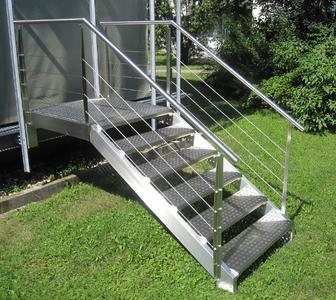 Eine formschöne und langlebige Außentreppe aus Edelstahl fertigt die Hubl GmbH