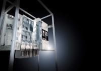 """Anlagenbauer können im VX25 mit dem Sammelschienensystem """"VX25 Ri4Power 185"""" zentrale und kompakte Energieverteilungen mit einem Bemessungsstrom bis 2.100 A ideal aufbauen"""