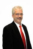 Thomas Noethe aus Storkow bei Berlin ist 50 Jahre alt und gelernter Elektroniker. Nach seiner Einarbeitung im September wird er für den Waagenspezialisten die Postleitzahlgebiete 10-19 und 39 betreuen. Auch Noethe bringt aus seiner bisherigen Außendiensttätigkeit für elektronische Systemlösungen viel Erfahrung und fundiertes Wissen mit und will mit Wolfram Urban bis zu dessen Ausscheiden noch eine größere Anzahl von Händlern und Kunden gemeinsam besuchen (Bilder: PFREUNDT GmbH, Südlohn, D)
