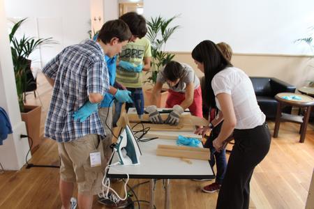 Katharina Lechler, Projektmanagerin für MAI Bildung im Carbon Composites e.V. (CCeV), weckt bei Schülern Begeisterung für den Zukunftswerkstoff Carbon