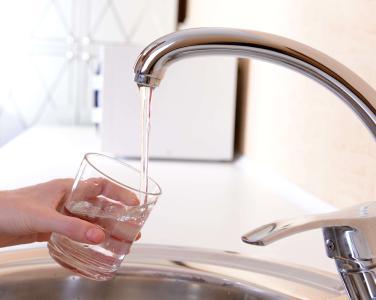 Trinkwasser ist ein Lebensmittel, das den höchsten Sicherheitsstandards entsprechen muss.