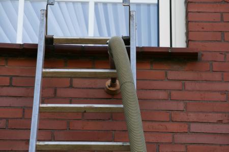 Fassadendämmung mit Steinwolleflocken