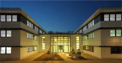 Der 4 Acre große Ter@tec Campus liegt in Bruyères-le-Châtel, südlich von Paris