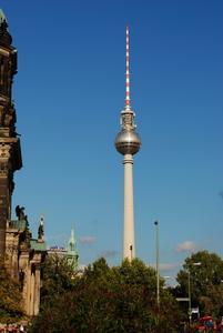 Der Berliner Fernsehturm wurde mit einer VERSO CLIQ-Schließanlage von ASSA ABLOY Sicherheitstechnik GmbH ausgestattet. Foto: TV Turm Alexanderplatz Gastronomiegesellschaft mbH