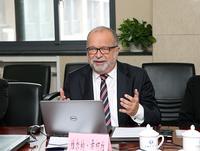 Kurt-Werner Sikora, Sprecher der Geschäftsführung der SER Group, stellte den Kooperationsgedanken der SER vor
