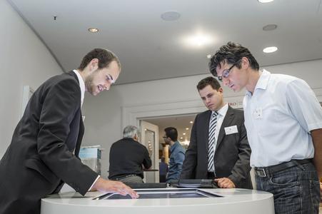 Ein reger Austausch der Gäste begleitete die zahlreichen Fachvorträge.