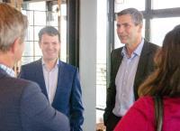 Björn Böhning (Staatssekretär für Arbeit und Soziale) und Stefan Geiselbrechtinger (OPED GmbH) im Gespräch