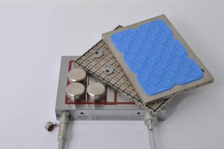 Hybrid-Spannplatte MagVac mit Magnet-Oberfläche und zwei auswechselbaren Vakuum- Adapterplatten