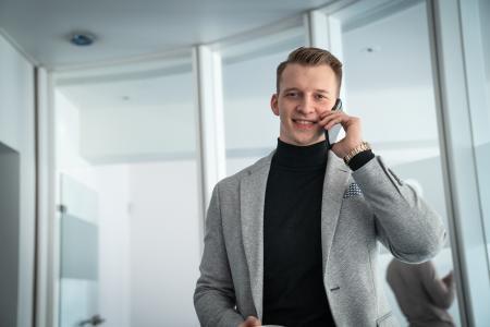 Geschäftsführer Markus Baulig leitet ein Team von über 40 Mitarbeitern - per Smartphone