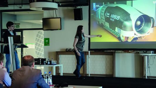 Das WARR Hyperloop Team präsentierte auf dem CADENAS Industry-Forum seine Hyperloop Kapsel, die beim ersten Wettbewerb im Januar 2017 das schnellste Rennen fuhr