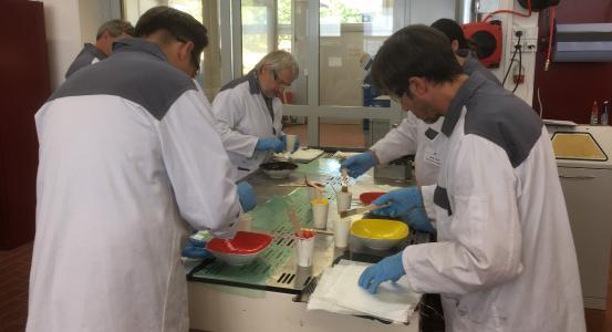 Die praktische Erfahrung mit Carbon Composites machte den Praktikern aus den bayerischen Berufsschulen viel Spaß