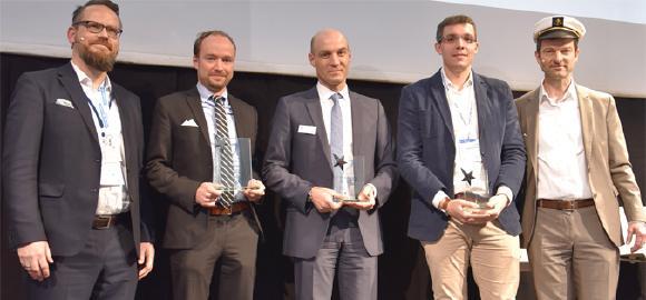 Im Rahmen der CeBIT 2017 nahm Christian Adamek (2. v. l.), Marketing Manager bei der PiSA sales GmbH, stellvertretend für das gesamte Team den CASSIOPEIA Award entgegen. Die CRM-Apps von PiSA sales wurden von der Experten-Jury auf Platz 1 in der Kateogorie Mobility gewählt. Die Lösung von CAS landete auf Platz 2, gefolgt von Sage auf Platz 3.