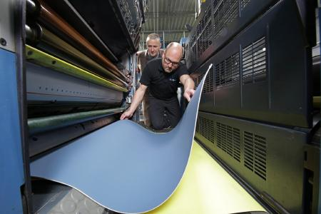 In practice: The Conti-Air Argon printing blanket has been specially developed for large-format sheet-fed and newspaper printing, thus ensuring optimum dot sharpness / Photo: ContiTech