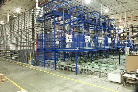 Fünf-gassiges automatisches Kleinteilelager mit Stratus Regalbediengerät und Spectra Lastaufnahmemittel. 22,500 Behälter werden in diesem Lager aufbewahrt (Quelle: TGW Logistics Group GmbH)