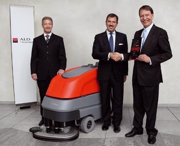 Karsten Rösel, CEO ALD Automotive-Gruppe Deutschland, Gianluca Soma, CEO ALD International, Ernst-Jürgen Gehrke, Geschäftsführer der Hako-Werke