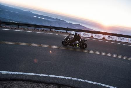 Road Racer Thilo Günther #10 at Pikes Peak (Image: Wunderlich)