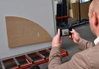 A+W iShape: Die Schablone wird mit einer Smartphone-Kamera fotografiert