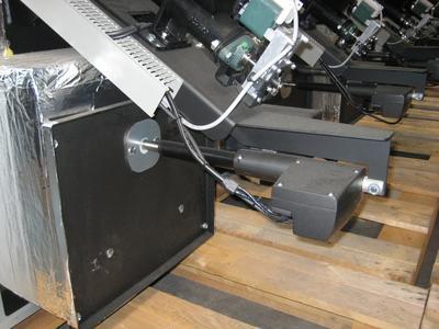 Der LINAK-Antrieb eingebaut im Kessel von Fröling