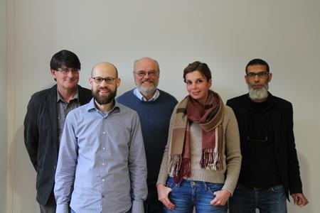 Das Schüler Online Team: (v.l.n.r.) Horst Müller, Jan Rabe, Heinrich Tripp, Julia Behr und Chouaib Mouad (nicht im Bild: Helma Meints) (Foto: krz)