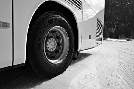 Continental HSW2 Coach bringt Antriebs- und Bremskräfte auf winterlichen Fahrbahnen optimal auf die Straße