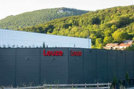 Leuze nimmt nach nur einem Jahr Bauzeit ihr neues internationales Distributionszentrum in Betrieb